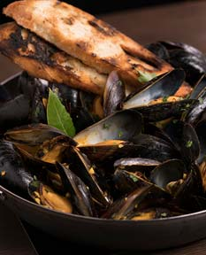 Mussels, fries